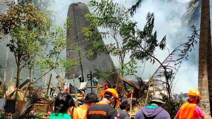 50 Persons Killed As Military Plane Crashes In Philippine (Photos)